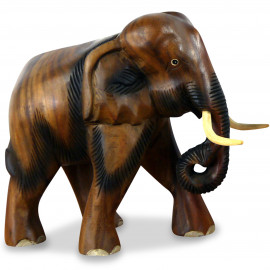 Elefanten aus Holz, Rüssel hängend, klein