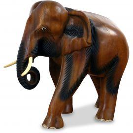 Elefanten aus Holz, Rüssel hängend, mittel