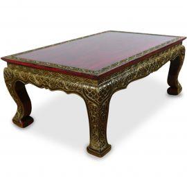 Opiumtisch mit goldfarbener Verzierung und roter Tischplatte