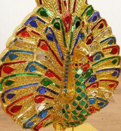 Goldfarbener Pfau mit Mosaikverzierung