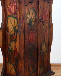 Kleiner, mit Blumen verzierter 2 türiger Schrank aus Bali, Nr.200