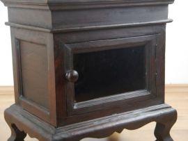 Massives  Holzschränkchen mit Glastür,  Nr.48