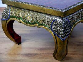 Opiumtisch mit Mosaikverzierungen