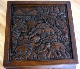 Thailändischer Opiumtisch dunkelbraun mit Elefantenschnitzerei