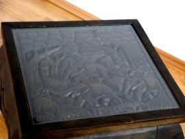Thailändischer Opiumtisch, schwarz, mit Elefantenschnitzerei