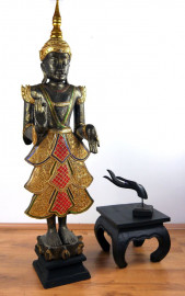 Thailändischer Tempelwächter  (mit roten Steinchen verziert)